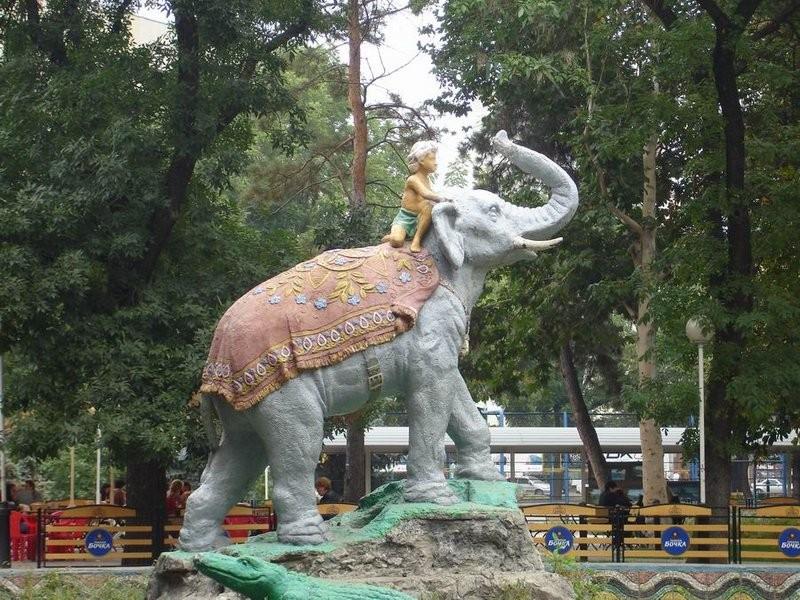 Фотография сквер со слоном