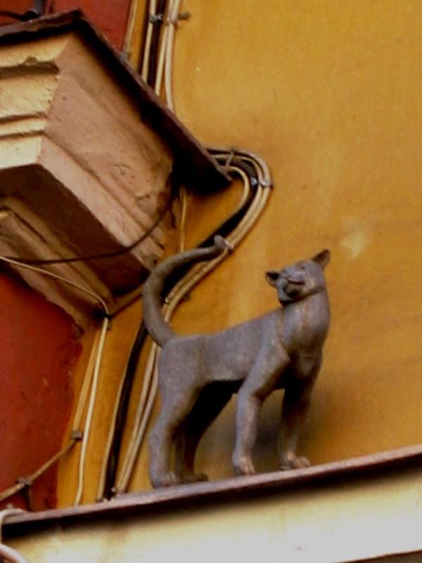 Коты в питере памятник