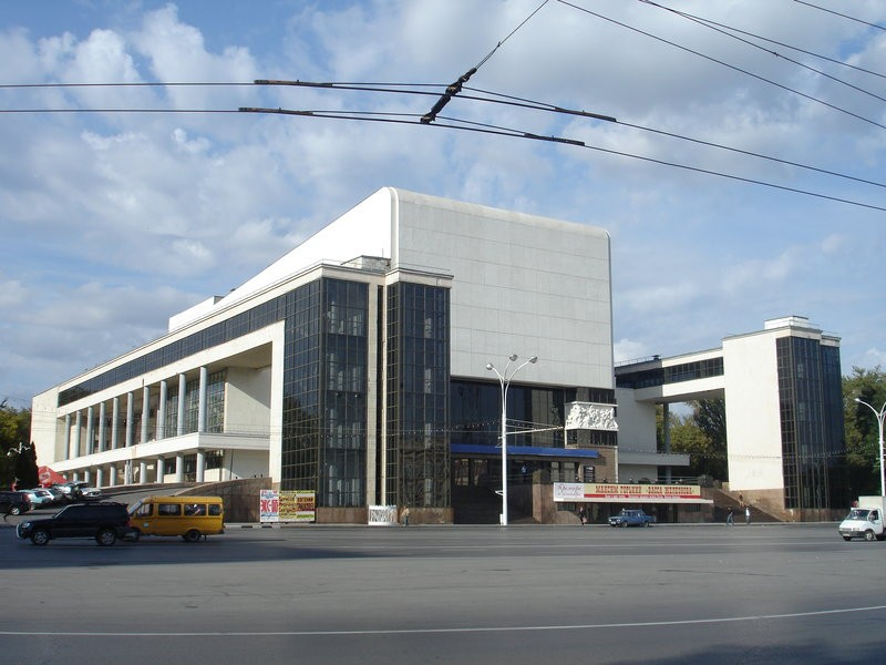 Это будет 4 октября 2012 г. в драматическом театре им. М. Горького в Ростове-на-Дону.  Это самая главная театральная...