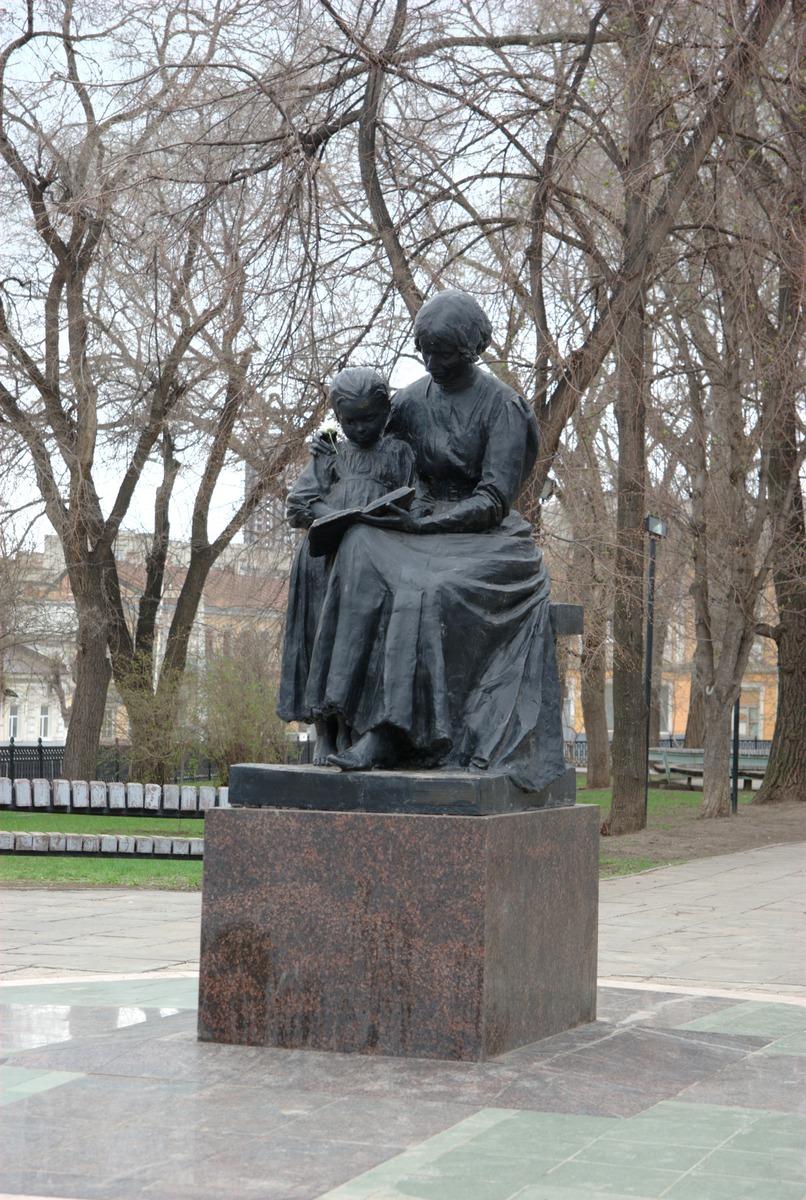 Памятники в саратове с адресами купить памятник могилев ходунки