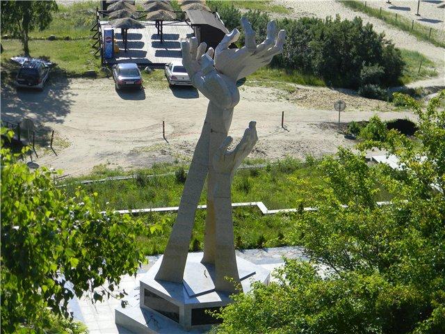 Памятник с семейный Шахты Памятник с крестом на просвет Елатьма