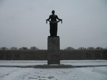 Санкт-Петербург (Ленинградская область): Достопримечательность Пискаревское мемориальное кладбище