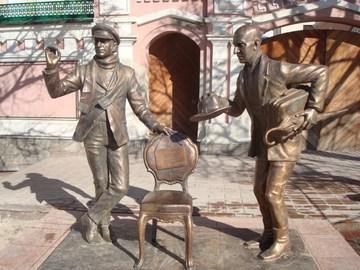 Чебоксары (Республика Чувашия): Достопримечательность Памятник Остапу Бендеру и Кисе Воробьянинову