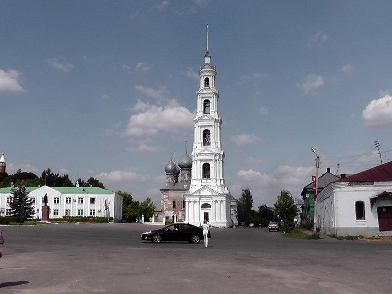 Памятник с крестом Юрьевец Лампадка из габбро-диабаза резная Чекалин