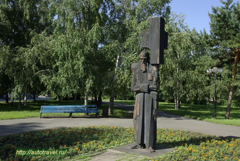 Памятник с крестом Парк Культуры надгробие гоголя