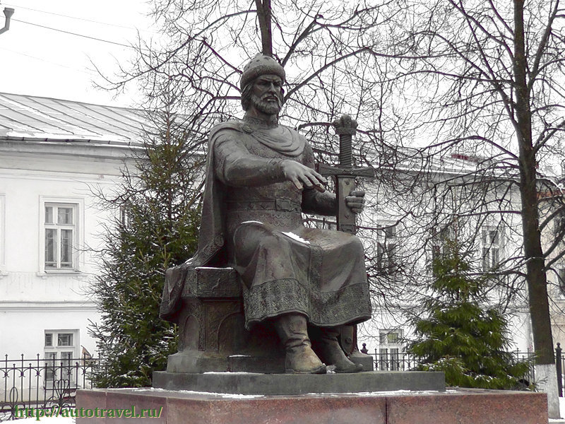 Памятник Юрию Долгорукому фотографии