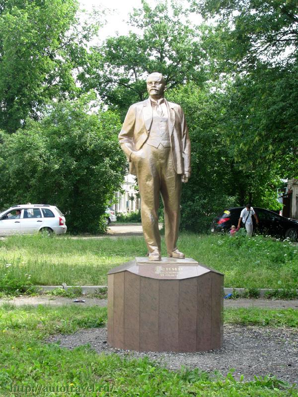Памятники в ростове ярославском изготовление памятники в московской области 1