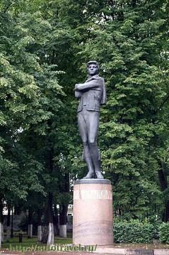 Ярославль (Ярославская область): Достопримечательность Памятник Федору Волкову