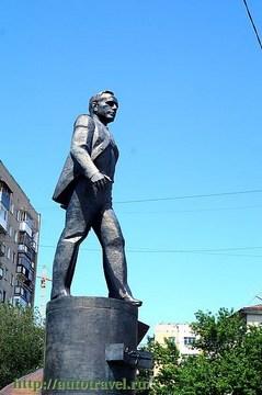 Саратов (Саратовская область): Достопримечательность Памятник Ю.А.Гагарину