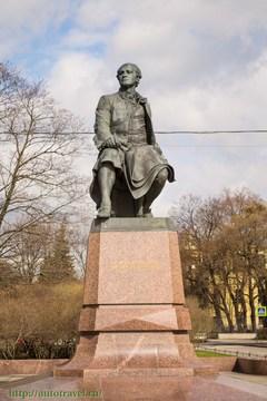 Санкт-Петербург (Ленинградская область): Достопримечательность Памятник Ломоносову