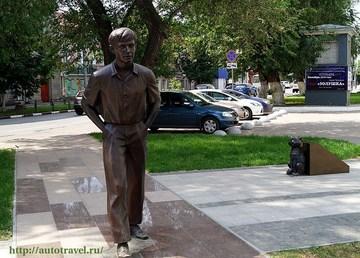 Саратов (Саратовская область): Достопримечательность Памятник О.П.Табакову