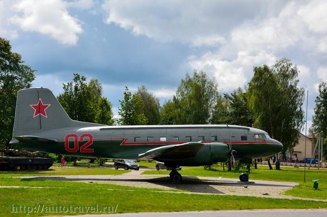 Фотография Самолет-памятник партизанскому аэродрому (Бегомль (Беларусь))