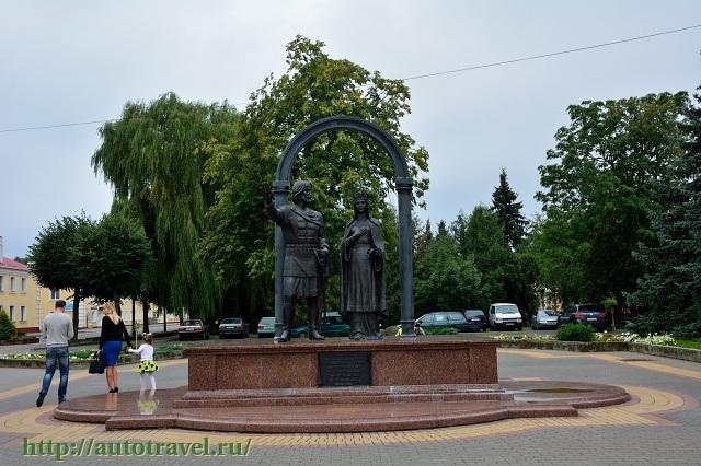 Фотография Памятник Князю Владимиру Васильковичу и княгине Ольге Романовне (Кобрин (Беларусь))