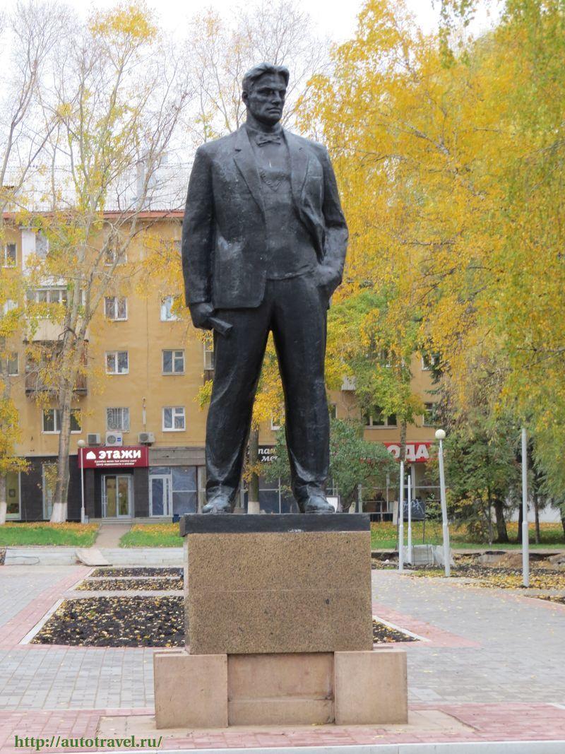 Памятник маяковскому в уфе изготовление памятников каталог тюмень
