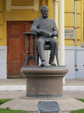Саратов (Саратовская область): Достопримечательность Памятник В.И. Разумовскому