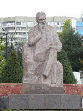 Саратов (Саратовская область): Достопримечательность Памятник К. А. Федину