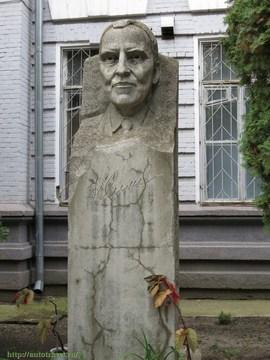 Саратов (Саратовская область): Достопримечательность Памятник К. М. Симонову