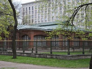Санкт-Петербург (Ленинградская область): Достопримечательность Домик и бюст Петра I