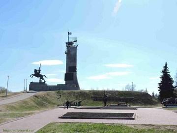 Эконом памятник с резным крестиком в углу Новгородский Кремль памятник на могилку Сестрорецк