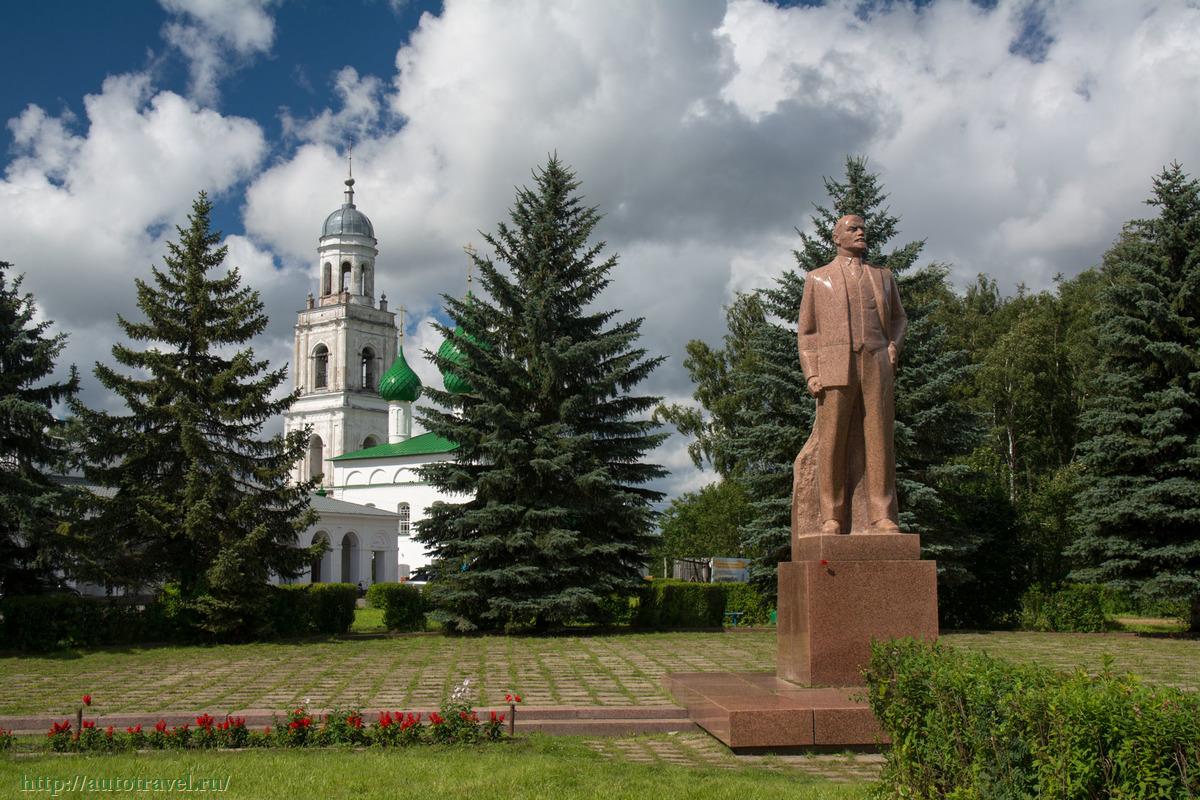 Памятник с семейный Пошехонье Эконом памятник с резным крестиком в углу Зверево