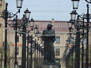 Санкт-Петербург (Ленинградская область): Достопримечательность Памятник Н. В. Гоголю