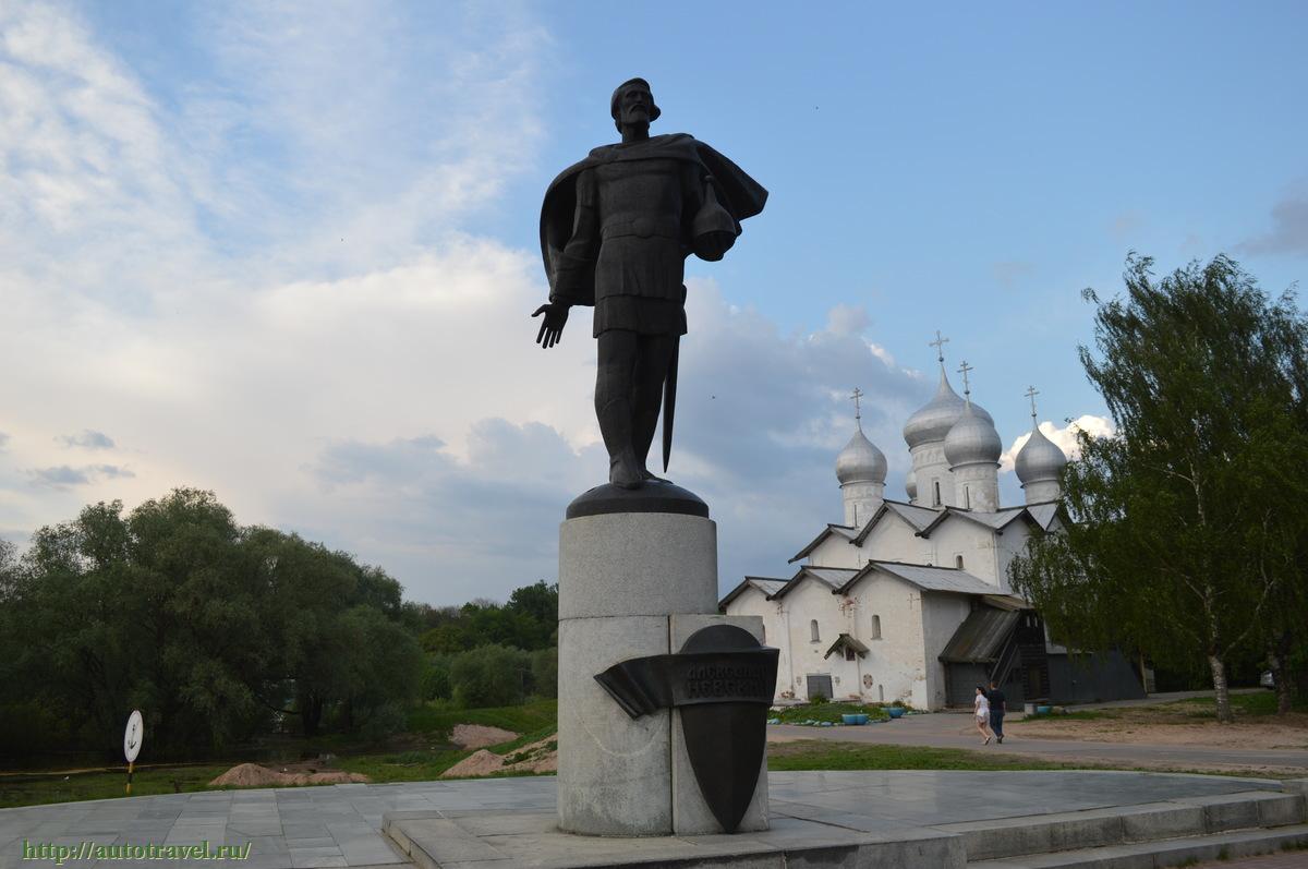 ваше фото на памятник великий новгород люди